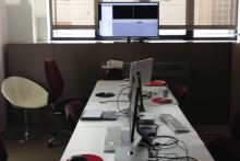 """Notre salle de formation audiovisuelle avec écran TV HD (configuration pour formations en """"mini groupes"""" sur Final Cut, Premiere, Avid Media Composer, After Effects ...)"""