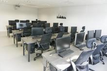 4 salles High Tech - fauteuils ergonomiques - Climatisation- Vidéoprojecteur interactif et tactile - Salles : Paris, New York, Shanghai, Lisbonne.
